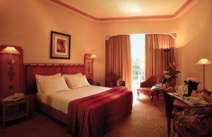 Отель Es Saadi Marrakech Resort предлагает своим гостям стандартные номера площадью 35 кв.м. с лоджией