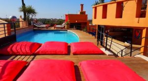 Любое место отдыха у гостей отеля, если судить по отзывам, - бассейн на крыше.