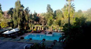 Бар «Оазис» расположен у бассейна, здесь можно освежиться и перекусить во время приема солнечных ванн