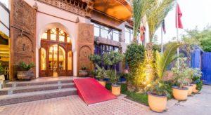 Отель Les Trois Palmiers расположен в нескольких минутах езды от международного аэропорта Марракеш Менара.