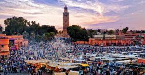 По вечерам на площади Джема эль Фна разворачивают торговлю многочисленные уличные рестораны под открытым небом