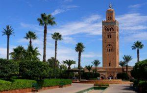 Мечеть расположена на авеню Мохаммеда V, на выходе из медины, рядом с площадью Джема Эль-Фна