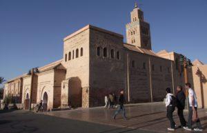 Отличительной особенностью мечети является минарет, высота которого шестьдесят девять метров и еще на восемь метров возвышается купол