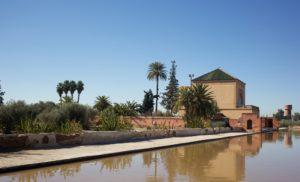 Во второй половине XIX века возле бассейна был построен небольшой павильон, с балкона которого открывается красивый вид на мечеть Кутубия и центральную аллею.