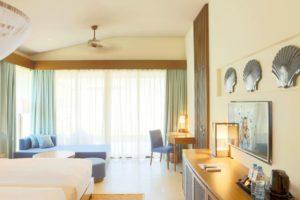 В курортном отеле большой выбор роскошных типов номеров: с видом на море, с балконами или террасами, виллы с частными бассейнами.