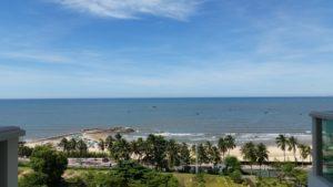 Отель расположен на самом чистом пляже, с самым спокойным морем, благодаря двум волнорезам, которые образуют что-то вроде бухты. До пляжа можно дойти за две минуты.