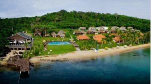 Отель расположен в уединенной бухте в нескольких шагах от чистого частного пляжа.