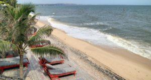 Пляж Suoi Nuoc около отеля Full Moon Village.