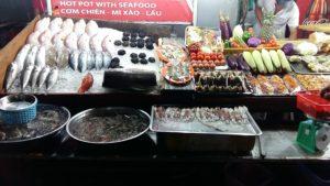 Кроме многочисленных видов морепродуктов на рынке продают овощи и фрукты, всевозможные изделия ручной работы из жемчуга.