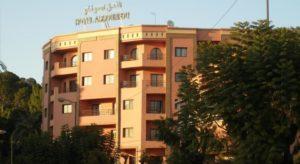 Отель удобно расположен: до площади Джамаа-эль-Фна можно дойти за 15-20 минут, центральный вокзал расположен в 1 км. от отеля, в 3.5 км. расположен международный аэропорт Менара