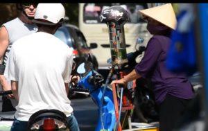 Заправиться бензином – порядка 16000 донгов за литр.