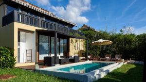В комплекс отеля входят бунгало и виллы с верандами с видом на море, некоторые из них со своим бассейном с пресной водой и гидромассажем.