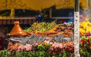 Дешево и весьма колоритно можно поужинать на торговой площади Марракеш Джема Эль-Фна