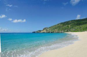 Восточное побережье острова еще не так освоено как западное, но вызывает не меньший интерес туристов.