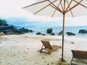 В отеле собственный частный пляж, есть возможности для занятий подводным плаванием, катанием на байдарках.