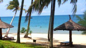 Отель Cocopalm Beach Resort & Spa 2* расположен прямо на берегу моря.