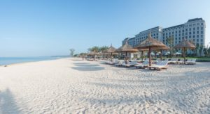 У отеля собственная пляжная зона, расположенная в двухстах метрах от зданий и вилл.