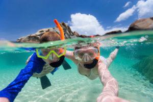 Чтобы провести отдых на пляже активно, можно арендовать гидроциклы, каяки, прокатиться на банане или водных лыжах, заняться сноркелингом.