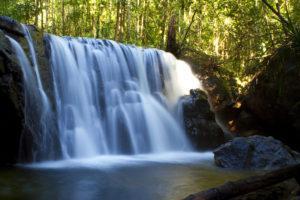 Suoi Tranh – четырехметровый водопад в горах Ham Ninh.