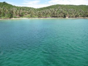 Если хочется тишины и спокойствия, то на пляже Vung Bau beach всегда можно найти пустынные «дикие» участки.