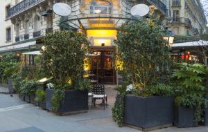 Веранда и вход в кафе Клозери де Лила (La Closerie des Lilas)