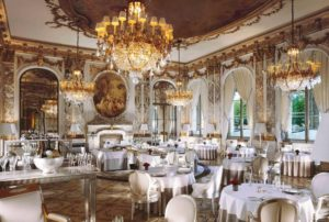 Обеденный зал ресторана Le Meurice