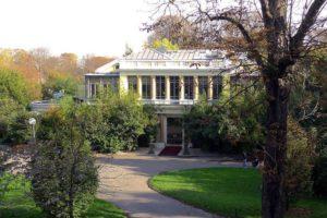 Ресторан Alleno Paris, находится в самом начале Елисейских полей.