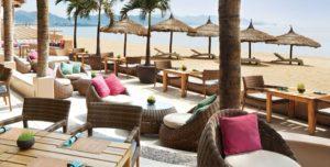 Ресторан на самом берегу моря в центре Нячанга