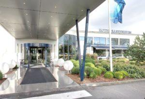 Вход в отель Van der Valk Hotel Sassenheim