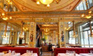 Помимо превосходной кухни, ресторан Le Grand Vefour несомненно привлекает внимание своим интерьером.