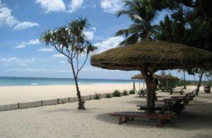 Пляж Нилавели в высокий сезон